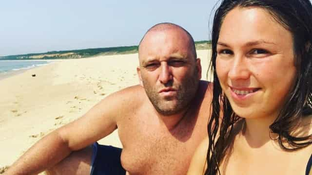 Joana e Eduardo Madeira ousados. Ela em topless e ele nu