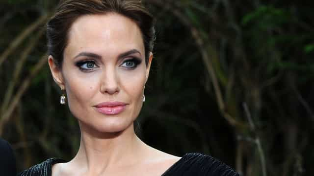 Angelina Jolie 'apanhada' a passear com o filho