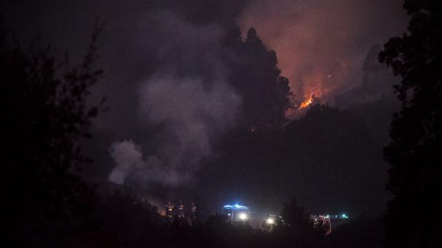 Bombeiros de Portimão aceitam água para levarem aos colegas de Monchique