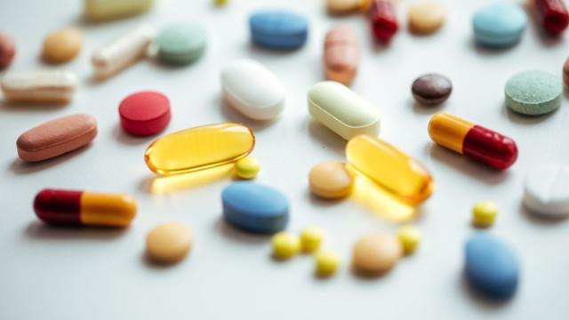 Fármacos fazem 30 reações graves por dia. Infarmed tranquiliza população