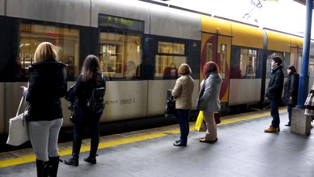 Menos comboios, mais atrasos e avarias no topo das queixas dos utentes