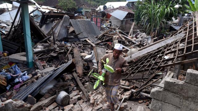 Número de mortos do sismo de Lombok aumenta para 436