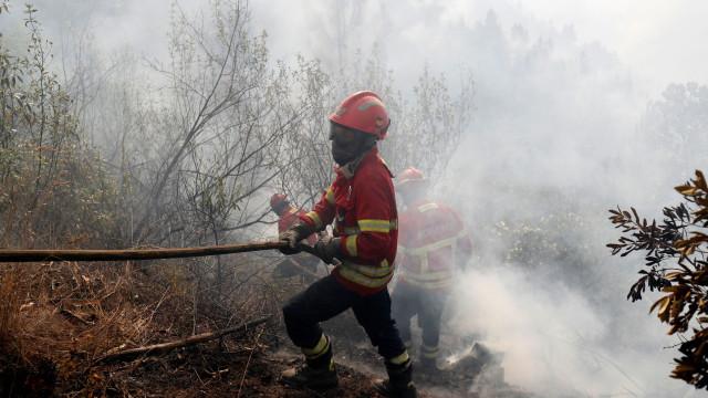 Incêndio na Covilhã combatido por mais de 150 bombeiros e 7 meios aéreos