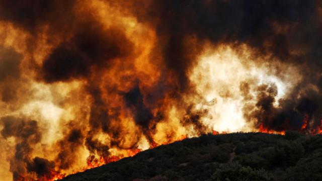 Califórnia regista segundo pior incêndio da sua história