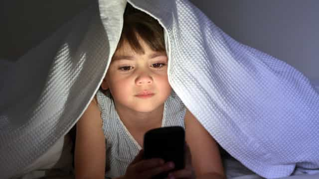 Este é o tempo máximo que o seu filho deve passar em frente ao ecrã