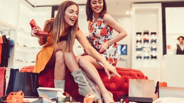 O prazer e o perigo de gastar: É viciado em compras?