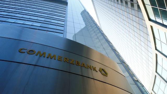 Commerzbank sai do vermelho com lucro de 533 ME no 1.º semestre