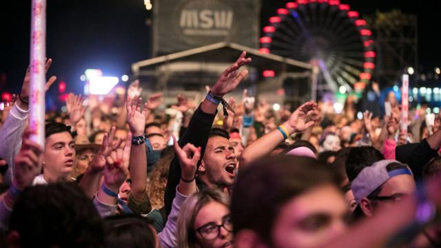 Meo Sudoeste 'aquece' a Zambujeira do Mar com milhares de festivaleiros