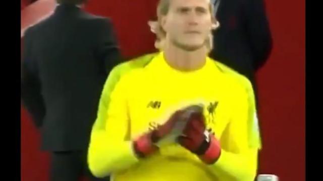 Karius entrou em Anfield e a reação dos adeptos foi incrível