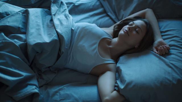 Dormir mais de oito horas por noite aumenta risco de morte prematura