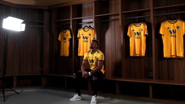 Adama Traoré reforça Wolverhampton de Nuno Espírito Santo