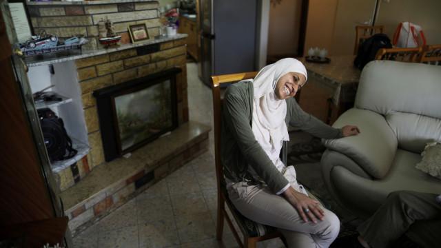 Poetisa árabe israelita começa a cumprir pena por incitar à violência