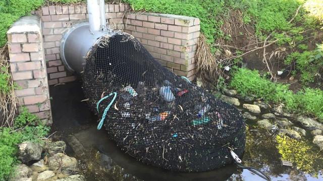 Método para tirar lixo dos sistemas de drenagem torna-se viral