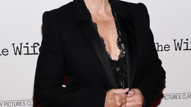 """Aos 71 anos, Glenn Close sente-se """"tão ativa sexualmente como sempre"""""""
