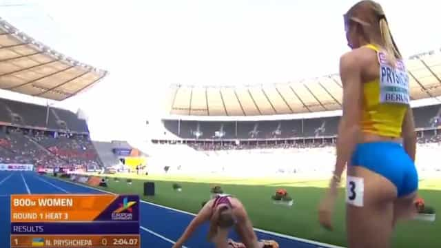 O gesto de fair-play que está a tocar o mundo do atletismo