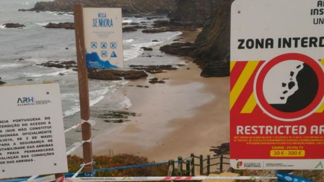 Praia de Odemira interdita por perigo de derrocada