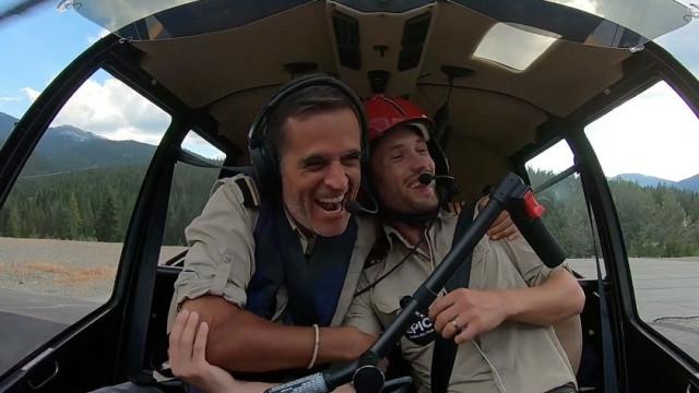 Deram a volta ao mundo de helicóptero e trazem dois recordes na bagagem
