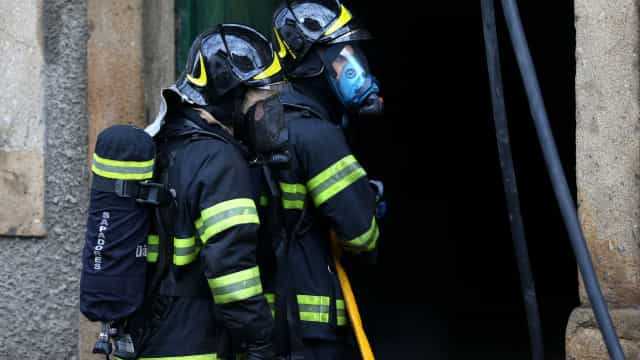 Incêndio destruiu imóvel em Coimbra sem causar feridos ou desalojados