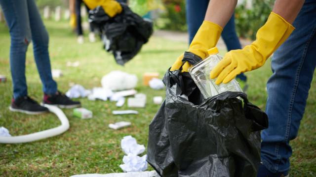 Jovens de Chaves apanham lixo no verão que já dava para mobilar uma casa