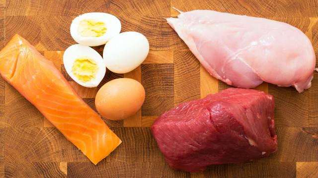 Sete sinais de que poderá estar a comer pouca proteína