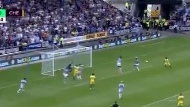 Kante começa temporada com golaço aos Huddersfield