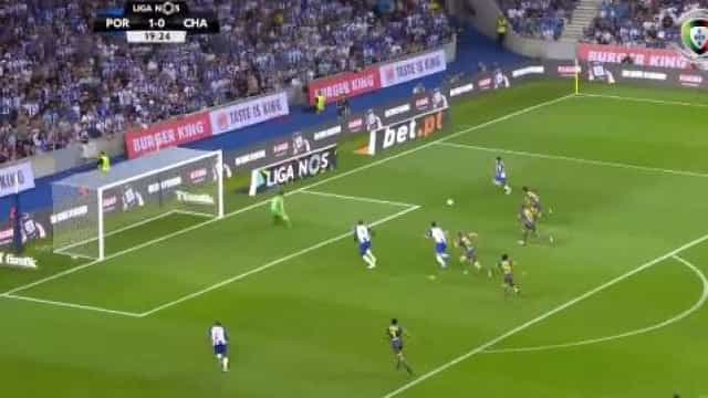 Aboubakar empurra para o segundo após boa jogada do ataque portista