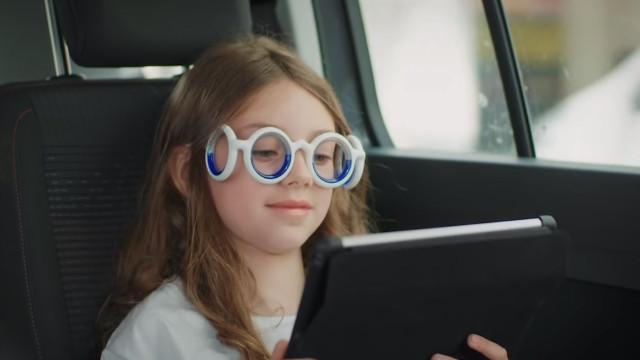 Enjoa em viagens de carro? Estes óculos podem ser a solução que procura