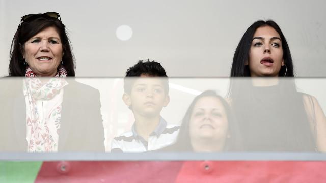 """""""Bem não estão"""", diz Cláudio Ramos sobre arrufo entre Georgina e Dolores"""