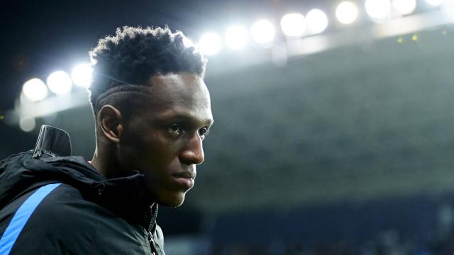 Yerry Mina: Cláusula imposta pelo Barça afastou o defesa de Mourinho