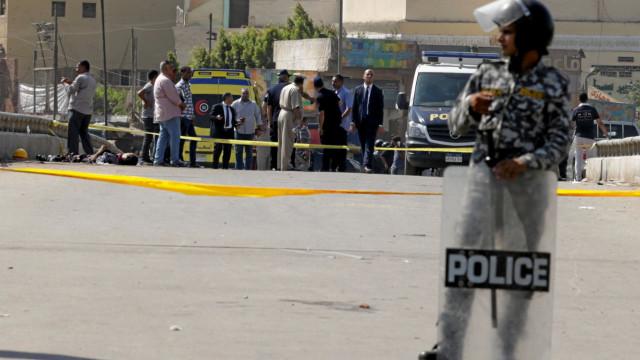 Cairo: Polícia morre ao tentar desativar explosivo perto de igreja