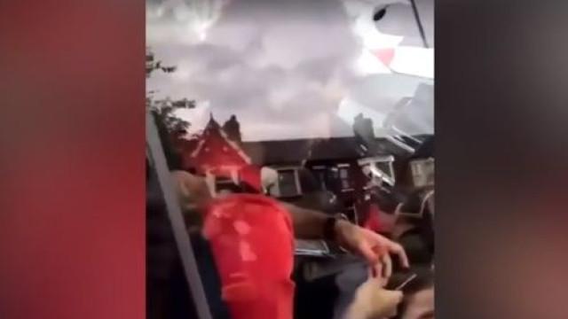 Salah foi apanhado a conduzir com o telemóvel e a polícia vai investigar