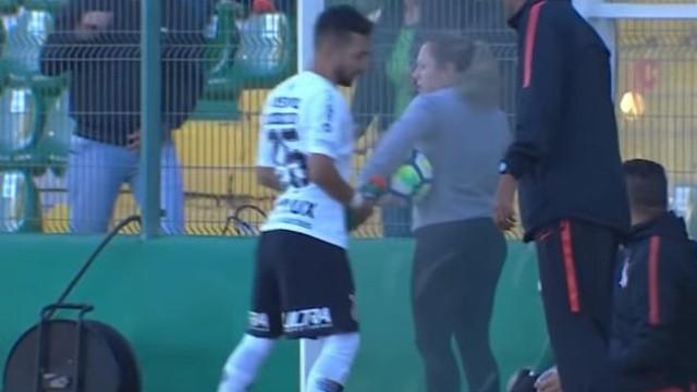 Gesto de jogador do Corinthians contra adepta causa polémica