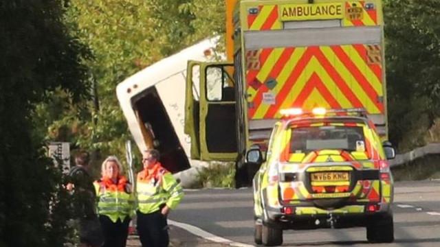 Bebé nasceu no local onde autocarro capotou e feriu 41 pessoas em Kent