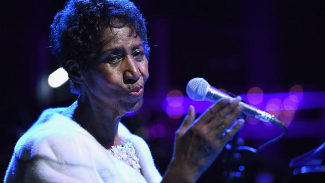 Segurança reforçada ao retirarem o corpo de Aretha Franklin de casa