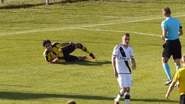 Jovem do Dortmund sofre lesão arrepiante e volta à ação 697 depois
