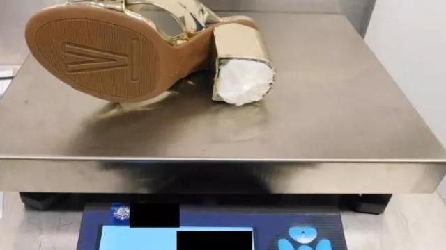 Freira apanhada em aeroporto com cocaína escondida em saltos altos