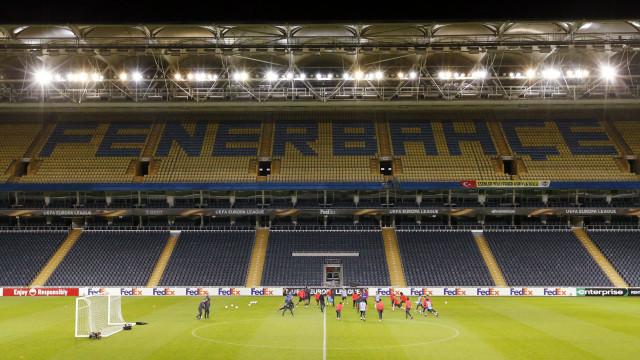 Fenerbahçe-Benfica: Castillo titular no ataque aos milhões europeus