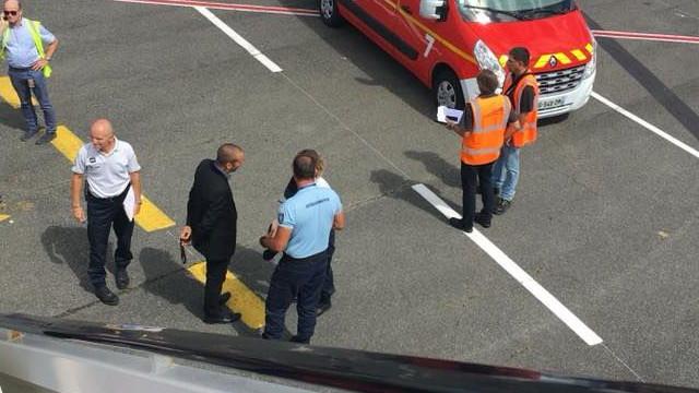 Avião que descolou de Faro aterrou de emergência em Bordéus