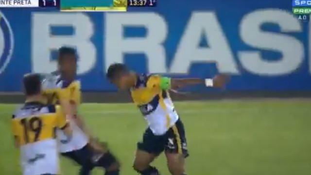 Alex Maranhão cobrou livre à Ronaldo e festejou com o... 'Siiiii'