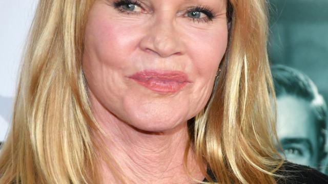 Botox? Melanie Griffith surge com a cara diferente em sessão fotográfica