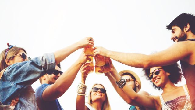 Tardes quentes de verão: Beer Sunset apresenta dia temático do Brasil