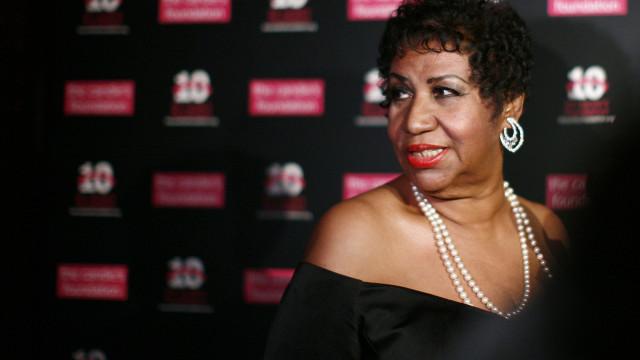 Celebridades homenageiam 'Rainha do Soul' nas redes sociais