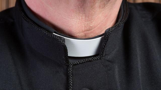 Linha aberta para vítimas de padres recebeu 400 chamadas em seis dias