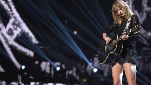 "Taylor Swift recorda ""momento horrível na sua vida"""