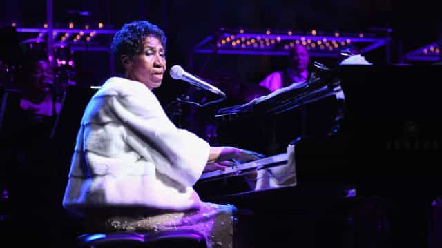 Famosos prestam homenagem a Aretha Franklin