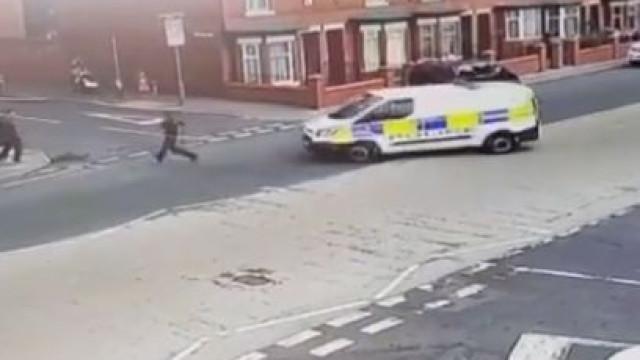Agente é atropelado por carrinha da polícia durante perseguição