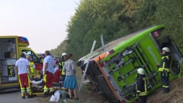 Acidente com autocarro na Alemanha faz dez feridos. Seis em estado grave