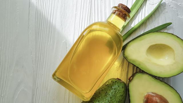 Há três motivos por que deve começar já a usar óleo de abacate na pele