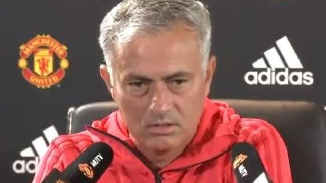 """Mourinho desmente discussão com Pogba: """"Por favor, não digam mentiras"""""""