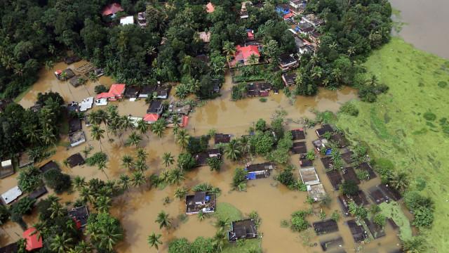 Novo balanço indica 324 mortos em inundações na Índia